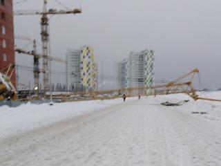 На стройке в Березниках упал кран