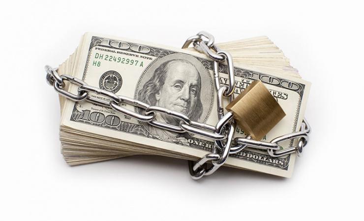 Стоит ли России готовиться к полному запрету доллара и почему