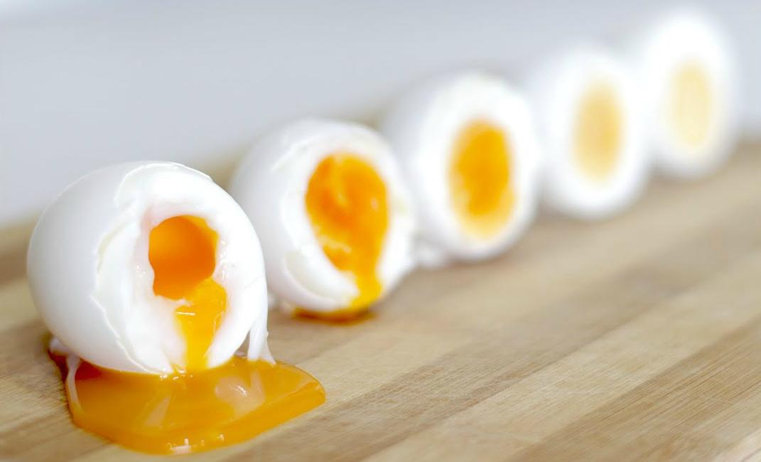 Советы диетологов: Почему нельзя мыть яйца и как приготовить идеальный завтрак