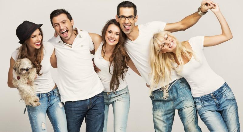 Как вывести желтые пятна на одежде от потных подмышек: 6 дешевых средств, которые реально работают