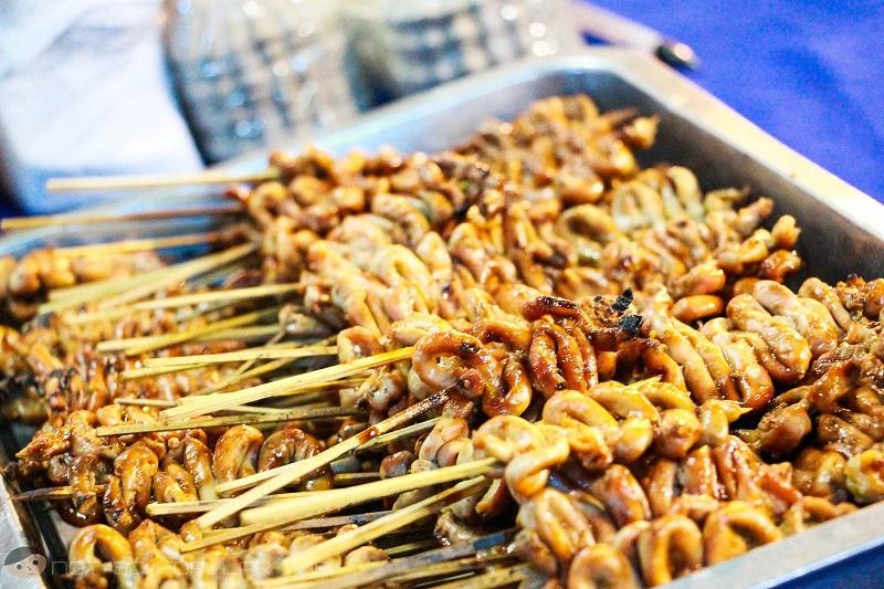 Шашлык из кузнечиков, куриные потроха и еще 7 блюд, которыми перекусывают на улице в разных странах мира
