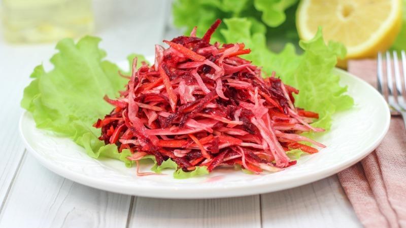 5 витаминных салатов со свеклой против старения: возраст не возьмет свое